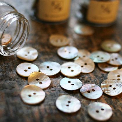 Perlemorknapper lys natur 15mm (30 stk)