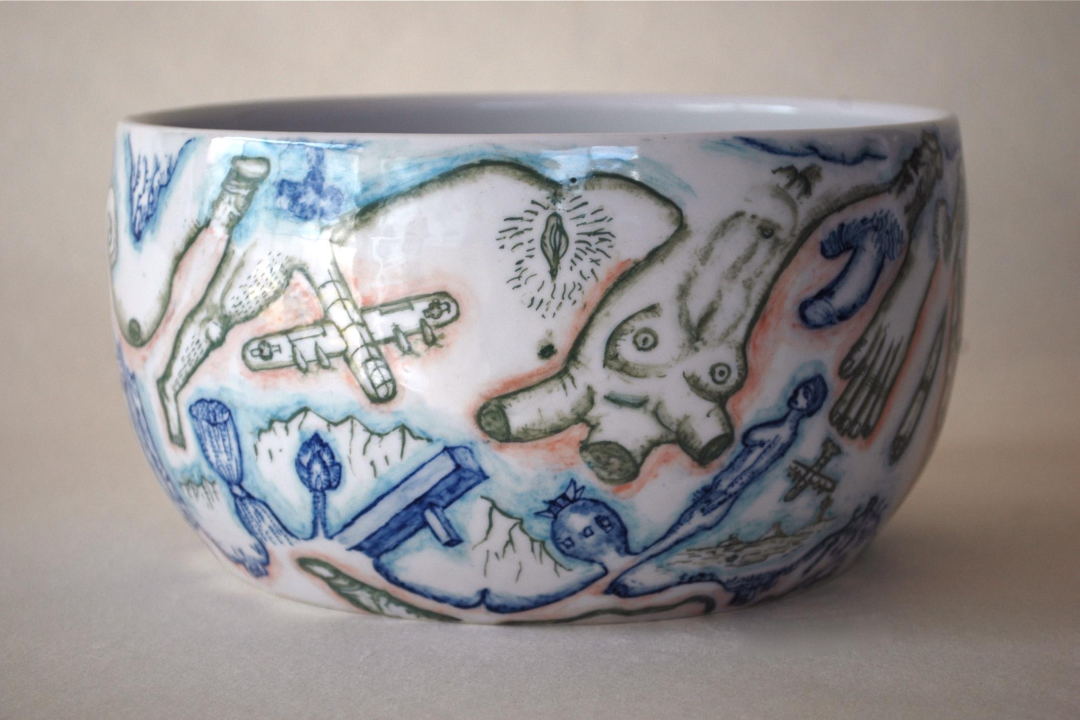 下絵鉢『戦争と平和の鉢』別方向より
