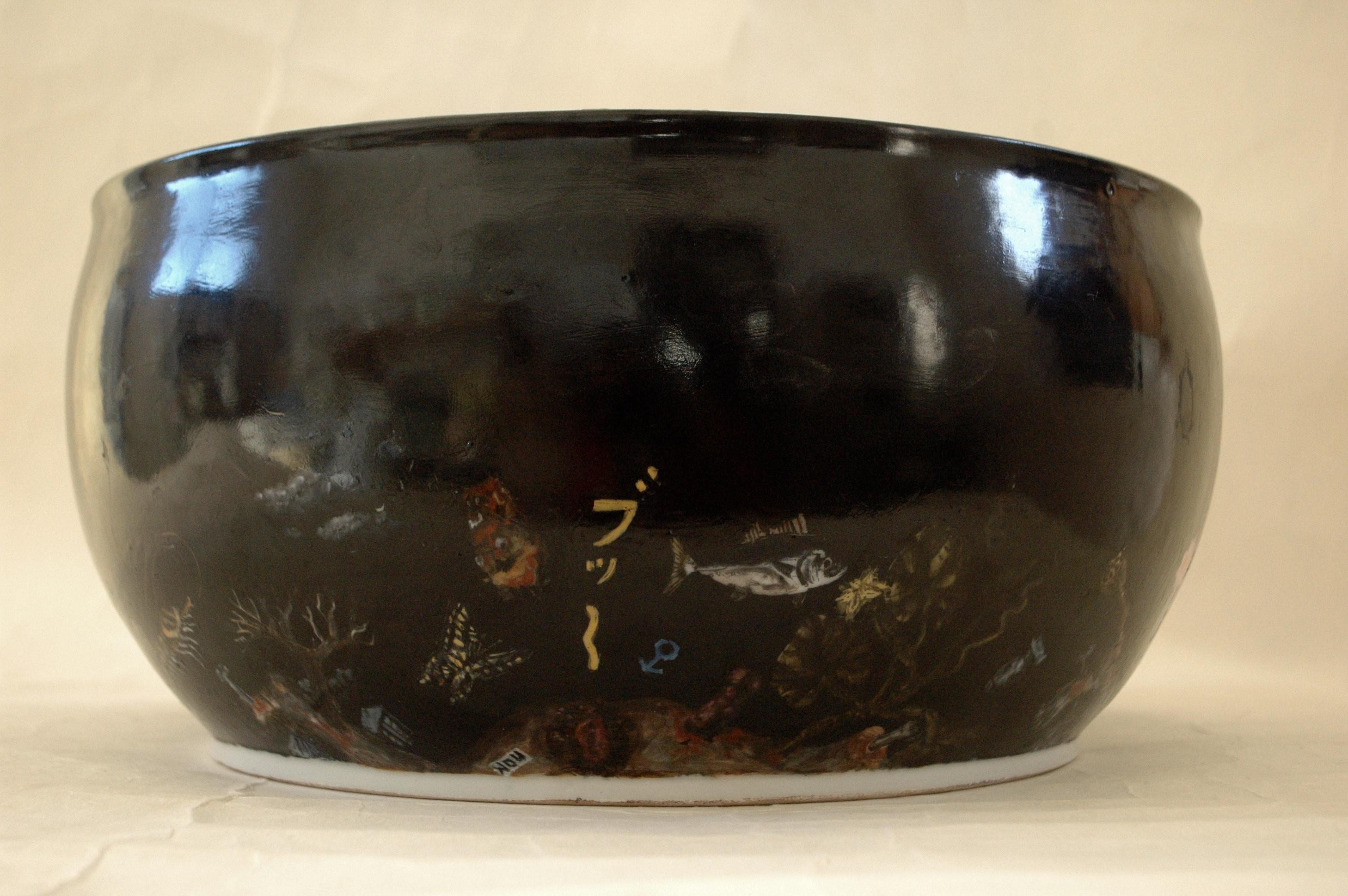 も一つ色絵大鉢「ケツの穴」側面