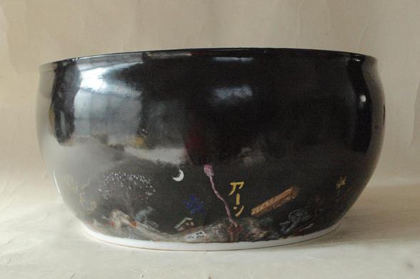 色絵大鉢「ケツの穴」外側