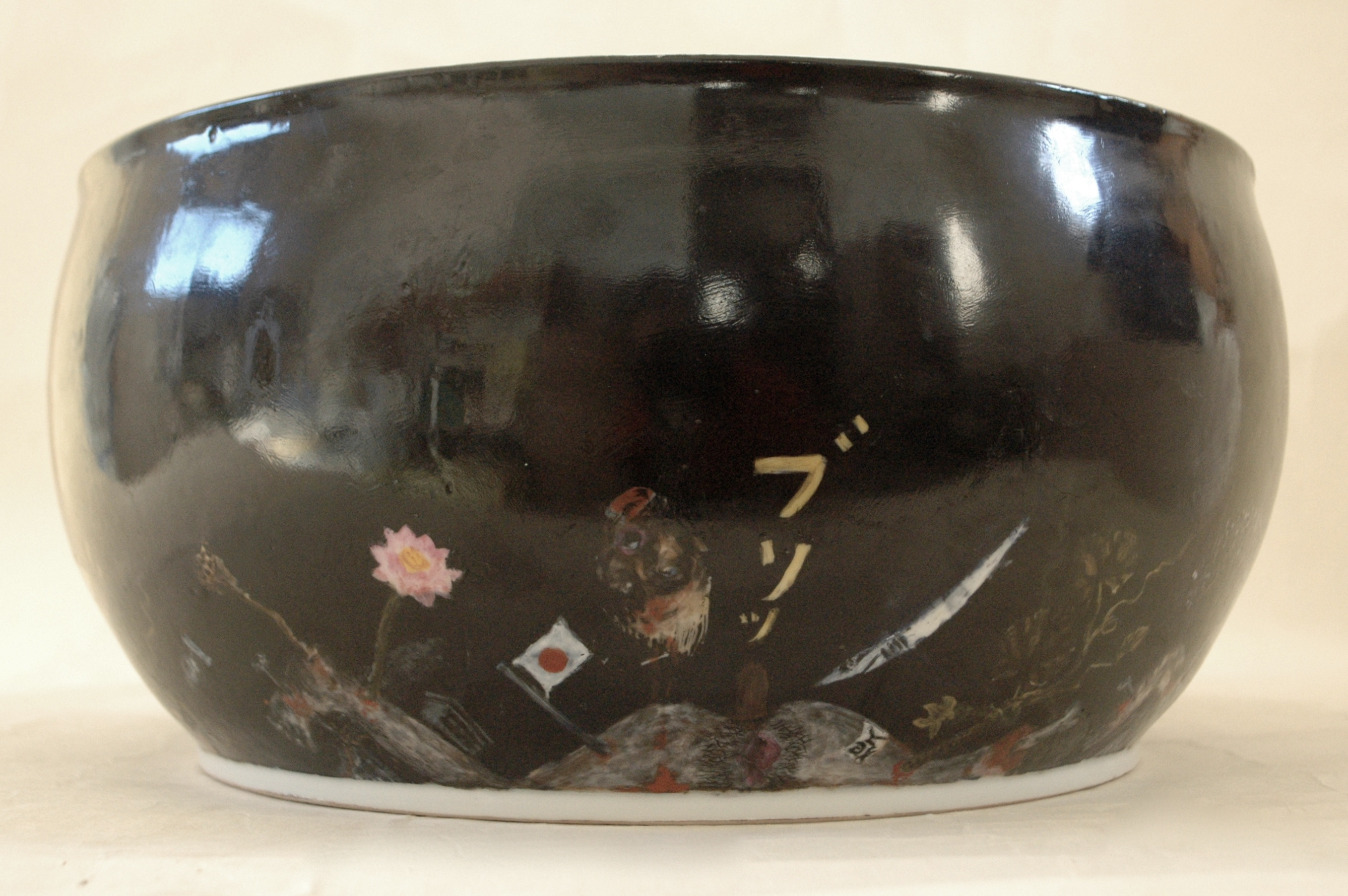 Porcelain painting 色絵大鉢「ケツの穴」側面