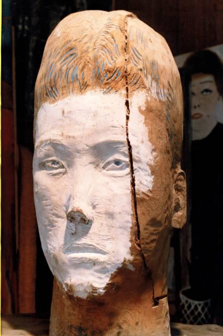Self portrait 彫刻家でもあります。