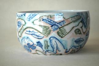 釉下彩大鉢「戦争と平和の鉢」