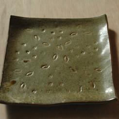 伊羅保角皿