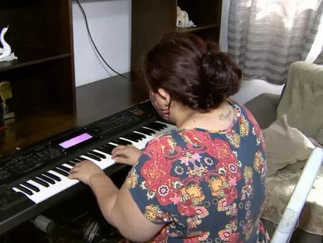Talento no piano, auxiliar de limpeza emociona em hospital de Matão: 'música te tira da tristeza'