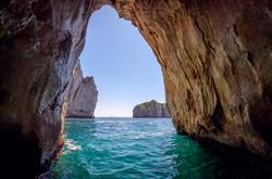 Faraglioni tunnel - Boat tour Capri
