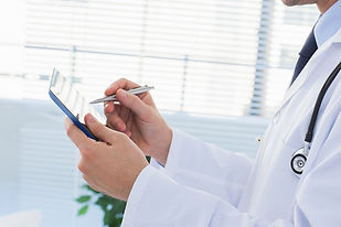 Doctor-Tablet-Close-Up_1348_899_d.jpg