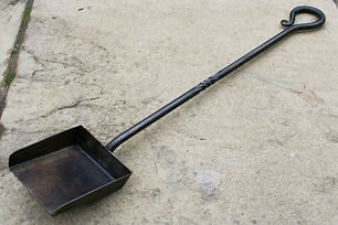 Fire place shovel