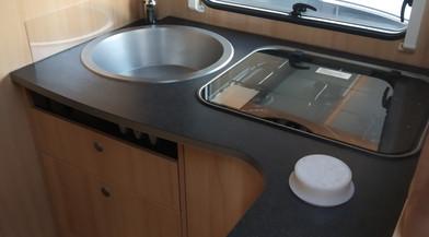 Küche Mietwohnmobil Sunlight T69.jpg