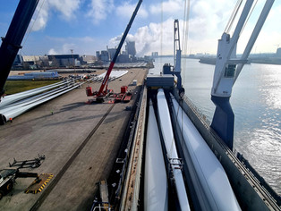 MV Symphony Provider discharging a cargo of Windmill Blades in Port of Moerdijk, NL.