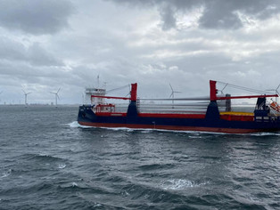 Symphony Sky loaded with windmill cargo sailing in Öresund