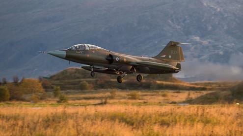 F-104 landing.jpg