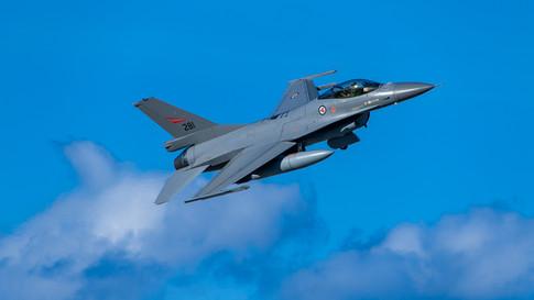 F16 gear up.jpg