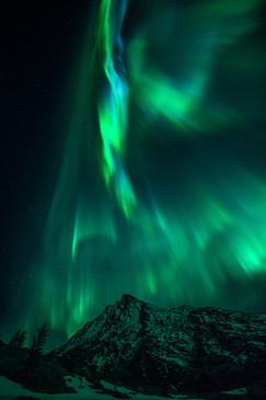 Mountain auroras I.jpg