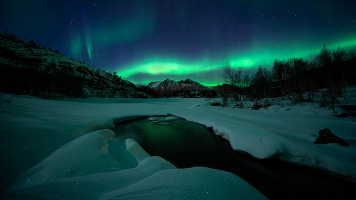 Auroras by the river II.jpg