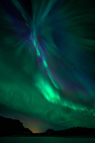 Aurora explosion over Geitvågen.jpg