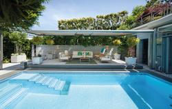 Pool mit Lounge