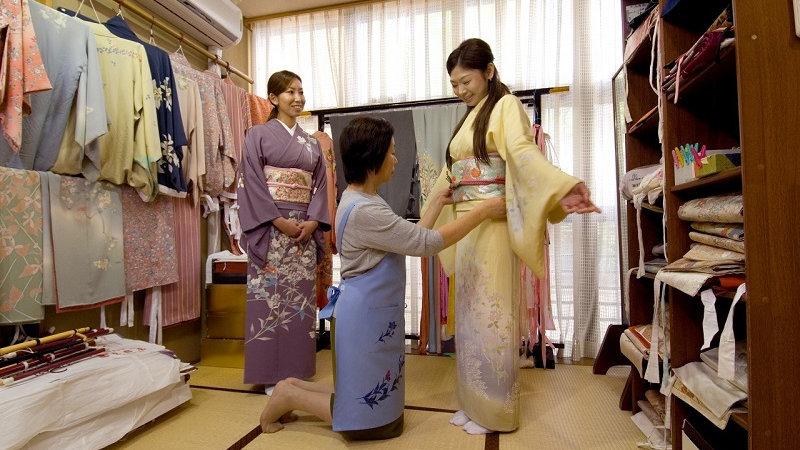 Kyoto Kimono Experience and Gion Walking Tour