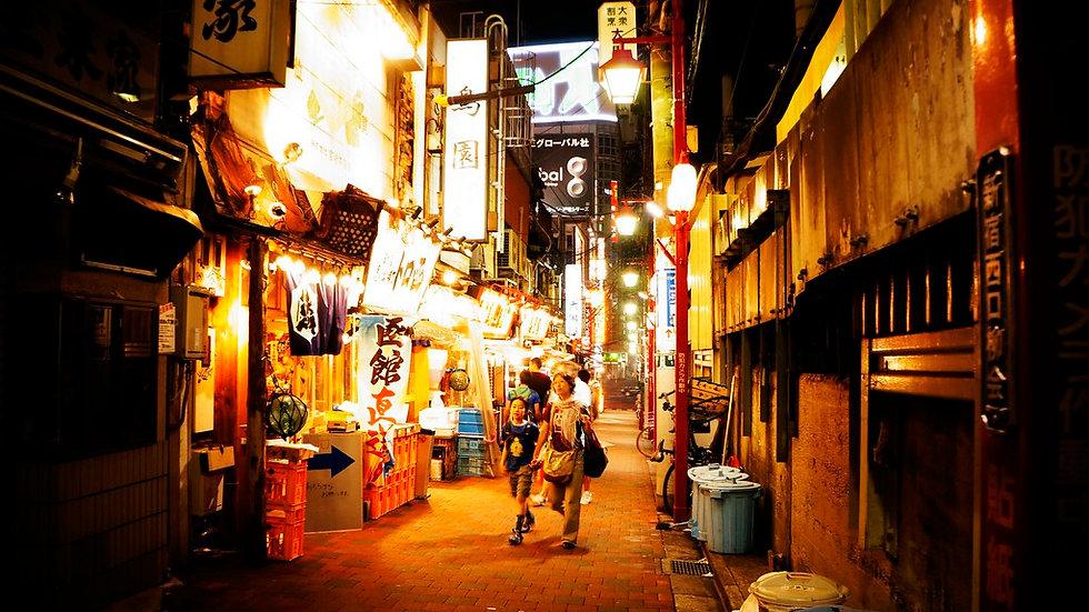 Evening Walking Tour of Kabukicho and Shinjuku Golden Gai with Bar Experience