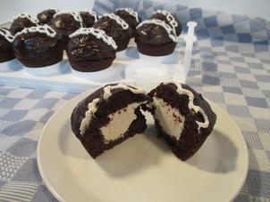 """""""Hostess"""" Chocolate Cupcakes"""