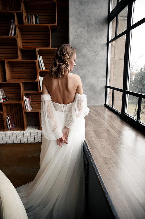 Wedding dress Toliz by Olivia Bottega. Ball wedding dress. Long sleeves. patterned lower sleeve and pleated upper sleeve.