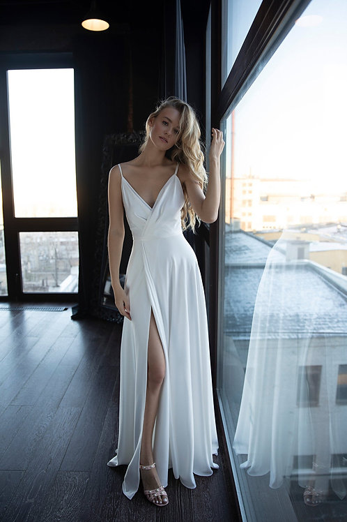 Сhiffon mod wedding dress Molli by shop Olivia Bottega. Wedding dress open leg skirt. Boho wedding dress. Aline wedding dress