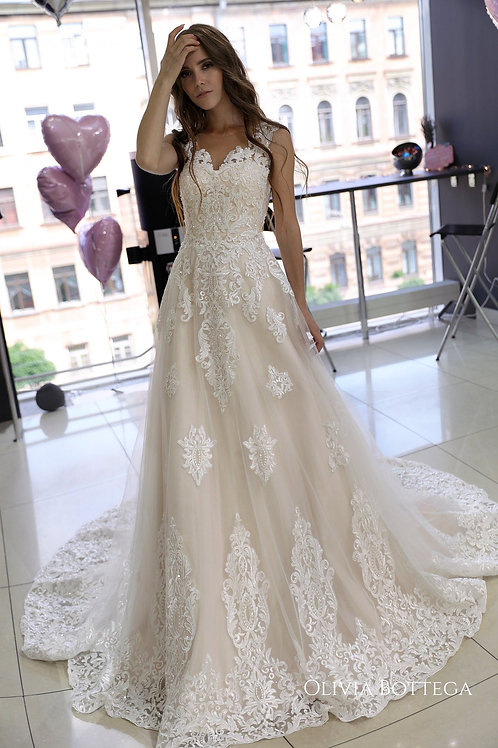 Classic A line wedding dress Heitys by Olivia Bottega. Lace wedding dress. Lace up. Light wedding dress.