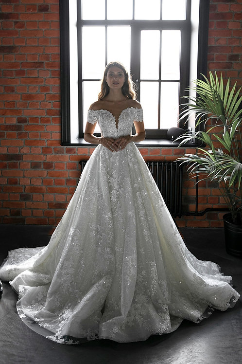 Luxurious mod wedding ball dress Airis by Olivia Bottega. Ball wedding dress. Sparkly glitter and luxurious lace fabric.