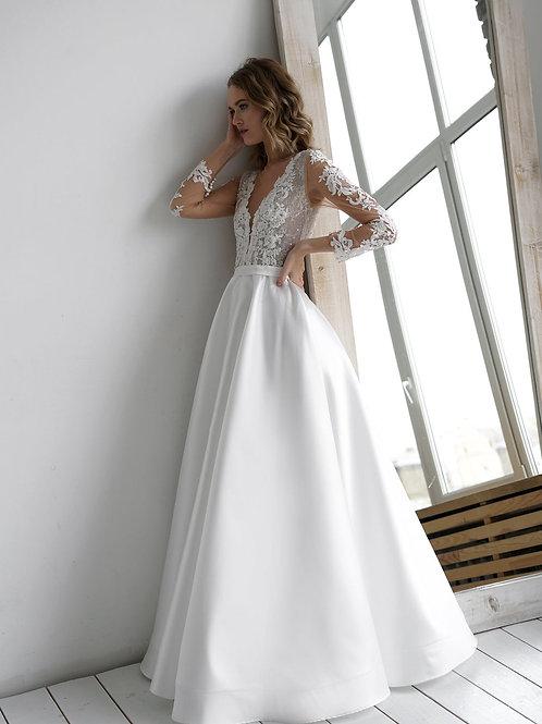 A line wedding dress Chelsy Mikado by Olivia Bottega. Open back. Ball wedding dress. V neckline. Mikado skirt.