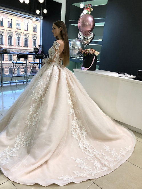Long and cap sleeves wedding dress Indis by Olivia Bottega. Lace back. Skirt with Sequins tulle. Ball wedding dress.