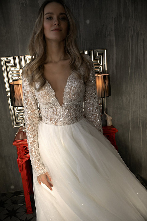 A line wedding dress Aviv by Olivia Bottega. Open back with buttons. V neckline. Tulle skirt. Long sleeves.