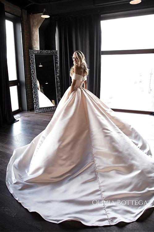Satin wedding dress Seiliny by Olivia Bottega. A line wedding dress. Off shoulders wedding dress. Ball wedding dress.