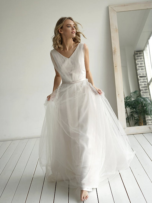 Romantic wedding dress Roubi. Romantic sparkly dress Elegant.Light wedding dress a-silhouette. Open back with buttons. V nec