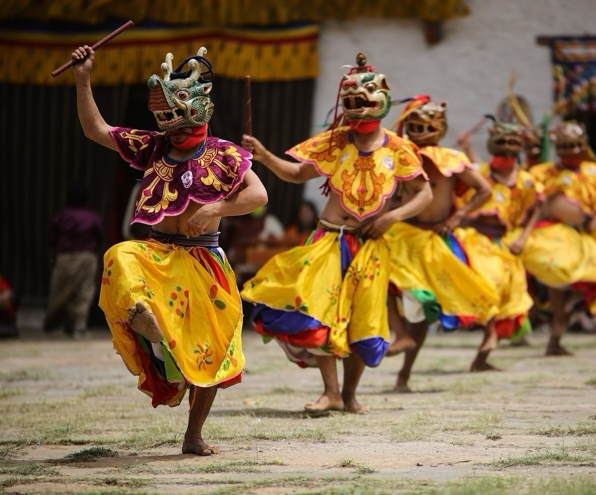 Photo Tour Bhutan Dance of 4 Stags