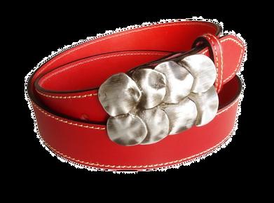 Cinturón-cuero-rojo-Complementos- Piel-Hombre-Mujer-Eguzkiloere-Artesanìa-Bizkaia-Venta- Online-Diseños-Originales-Neva-Colección-2021-RedMasai-Accesorios-carteras-Cuero-slow fashion