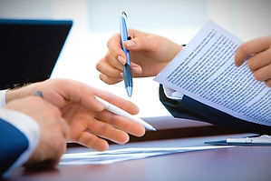 business-meeting-filling-out-paperwork_e