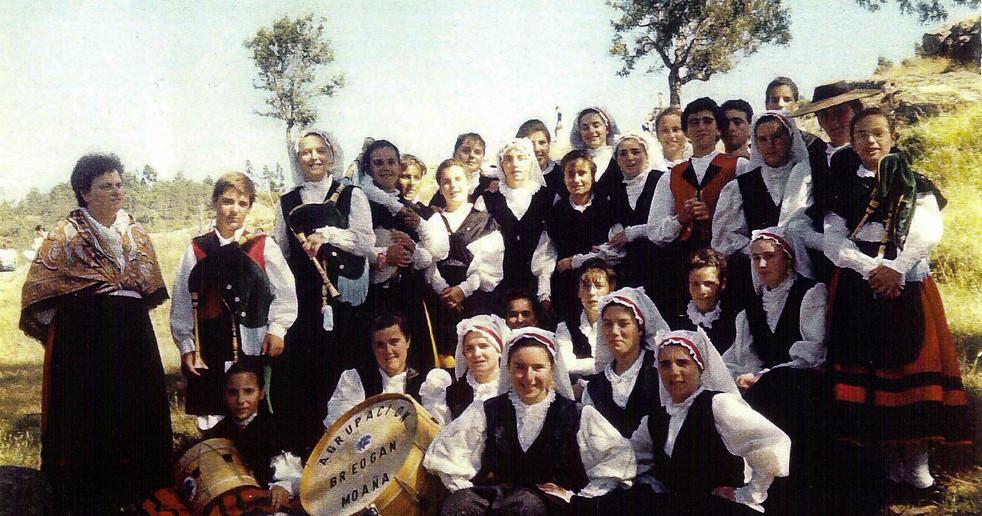 1988-Actuación-en-Carboeiro.jpg