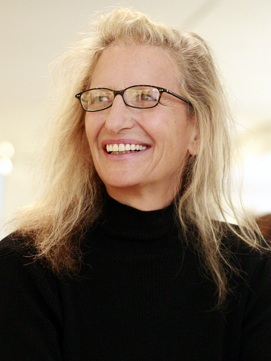 By Robert Scoble from Half Moon Bay, USA - Annie Leibovitz at her SF exhibition, CC BY 2.0, https://commons.wikimedia.org/w/index.php?curid=3883960