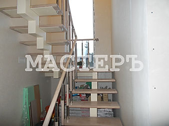 Лестница на моноксоуре через площадку