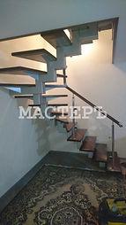 Лестница на монокосоуре черз забежные ступени