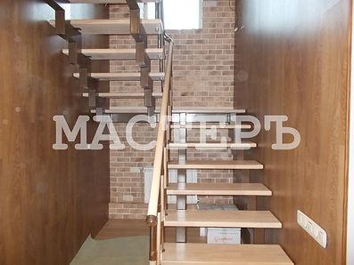 лестница через площадку