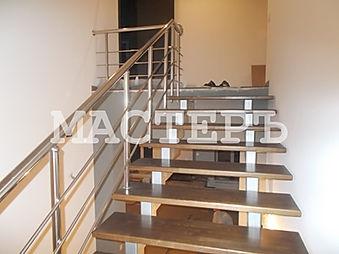 Маршевая лестница на металлокаркасе