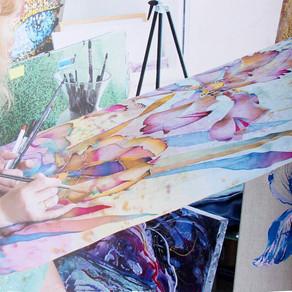 Créez votre carré de soie avec une artiste peintre sur la soie.