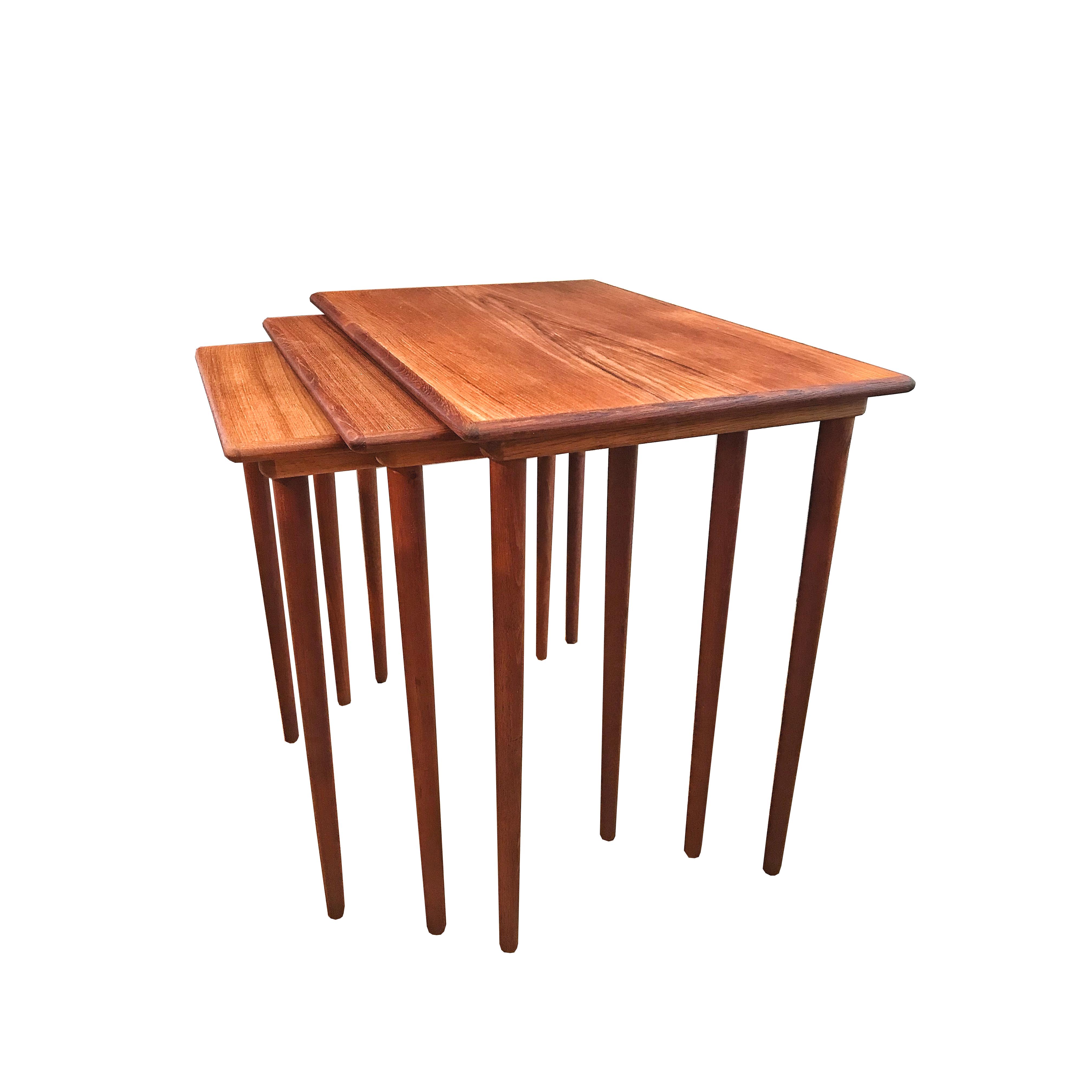 Tables gigognes en teck 60's