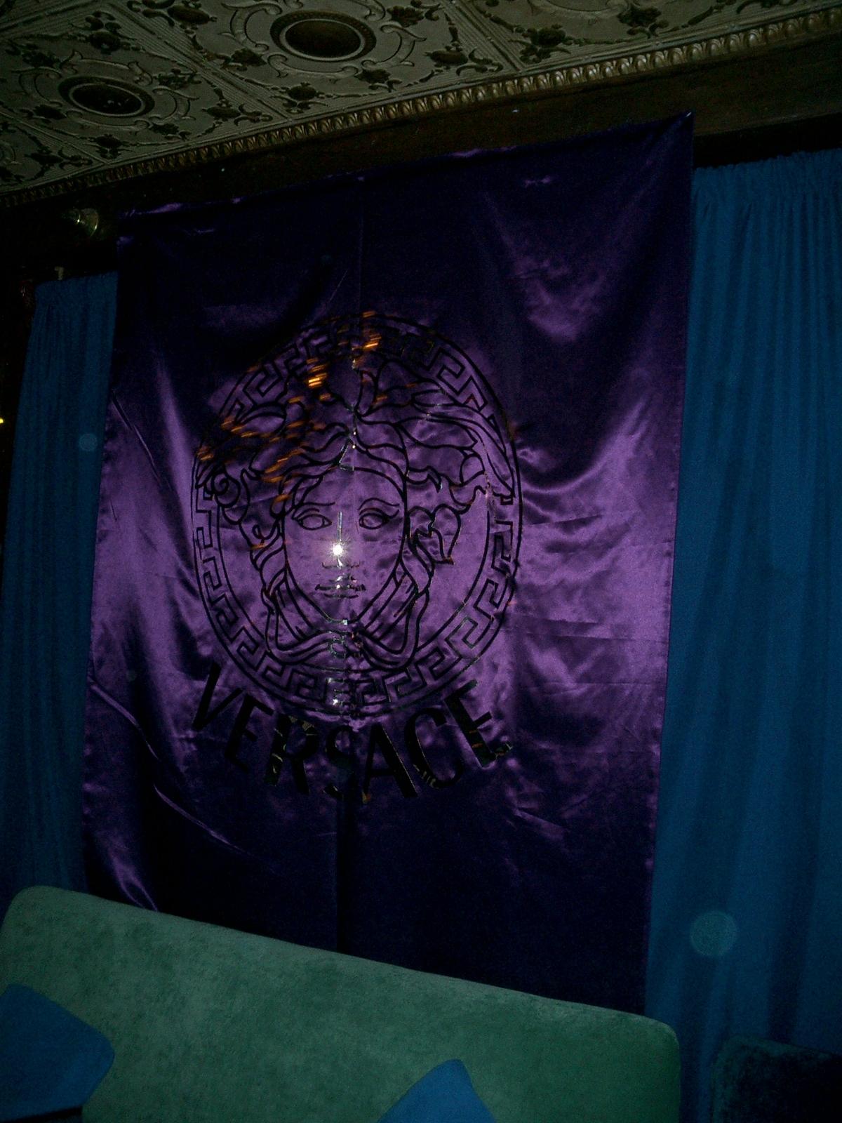 banner Versace