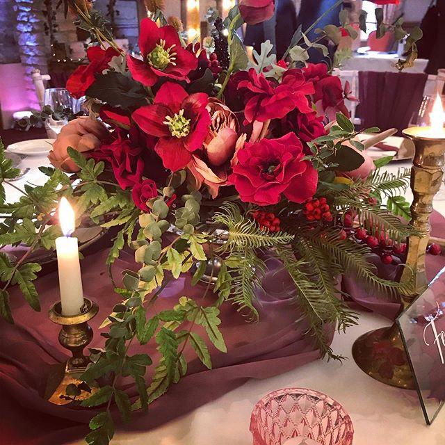 Burgundy and deep red autumn wedding tab