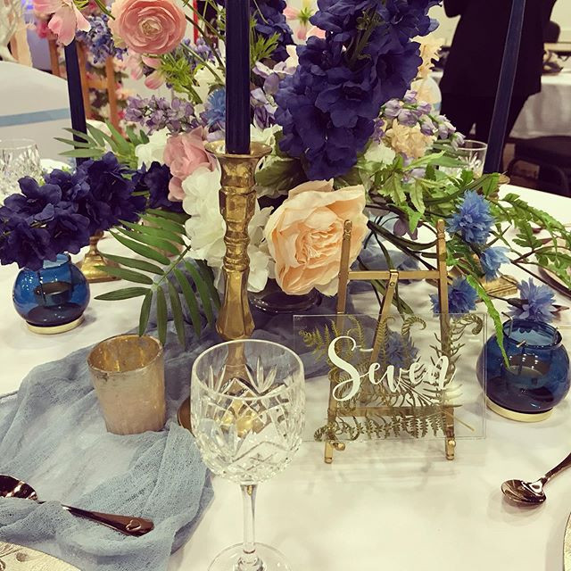 Dusky blue table decor. #duskyblueweddin