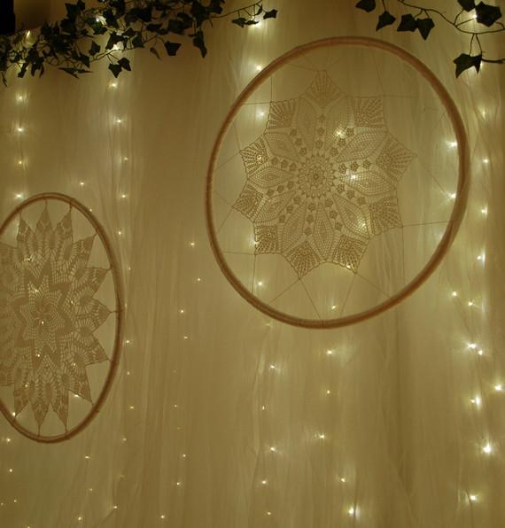 Fairy lights backdrop & macrames