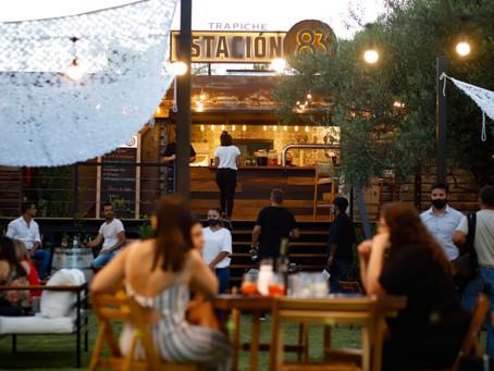 Un sunset con vino de grifo y street food en Mendoza