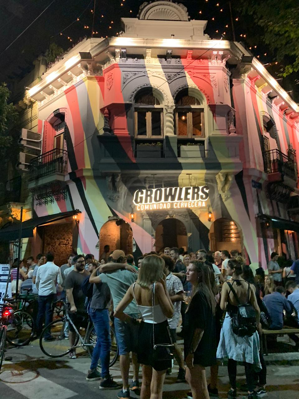 nuevo local de la cerveceria Growlers en Belgrano